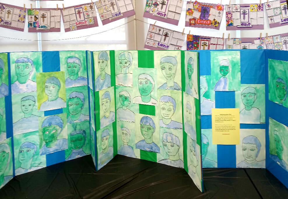 アメリカの子供・小学生が描いたピカソの青青の時代の絵画作品、模写