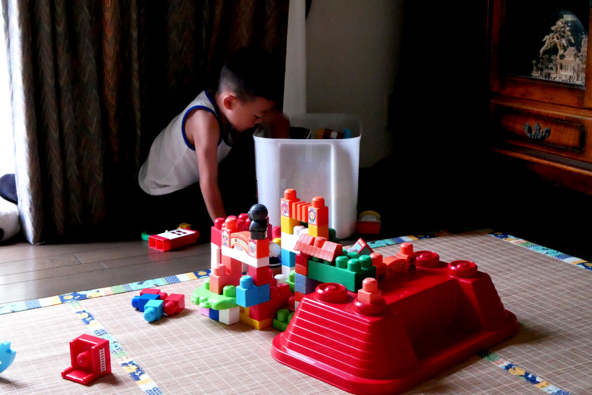 Playing a Japanese boy with toy block on the living room