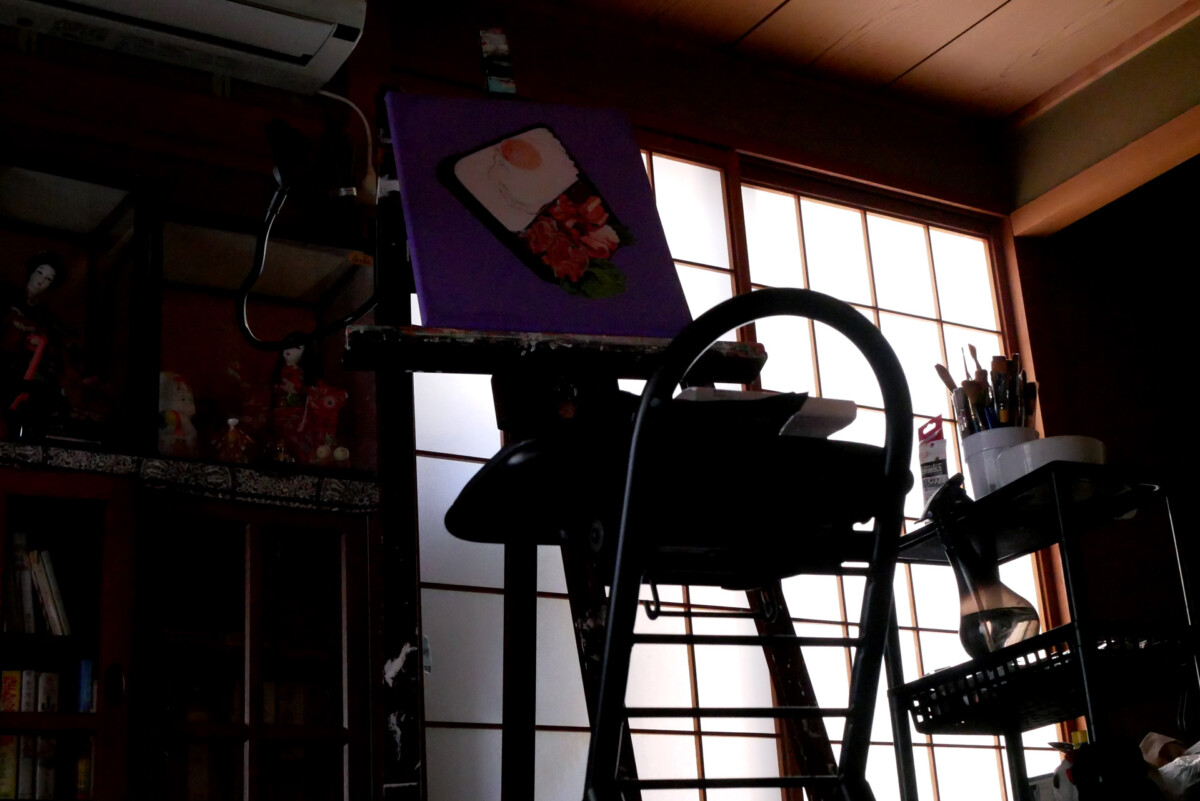 There are painting, dolls, and fusuma. This is view of a Japanese room in Hiroshima Japan