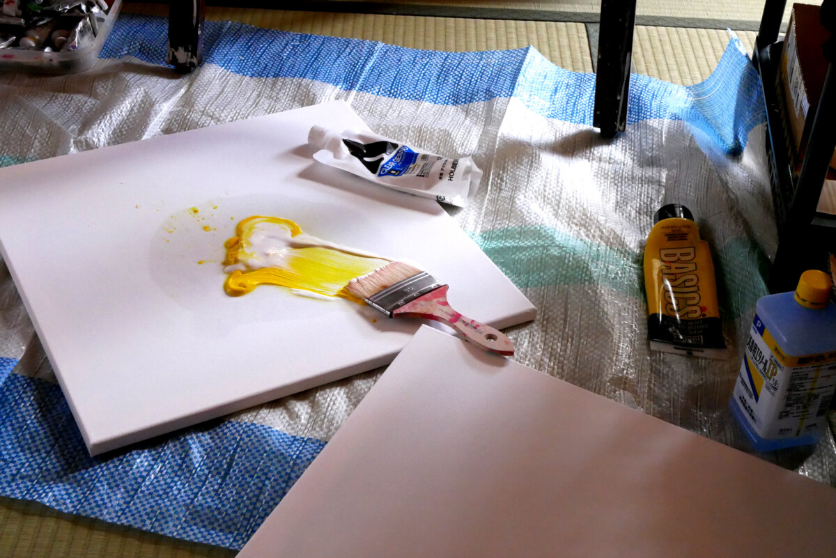 Yellow color by the brush on the canvas