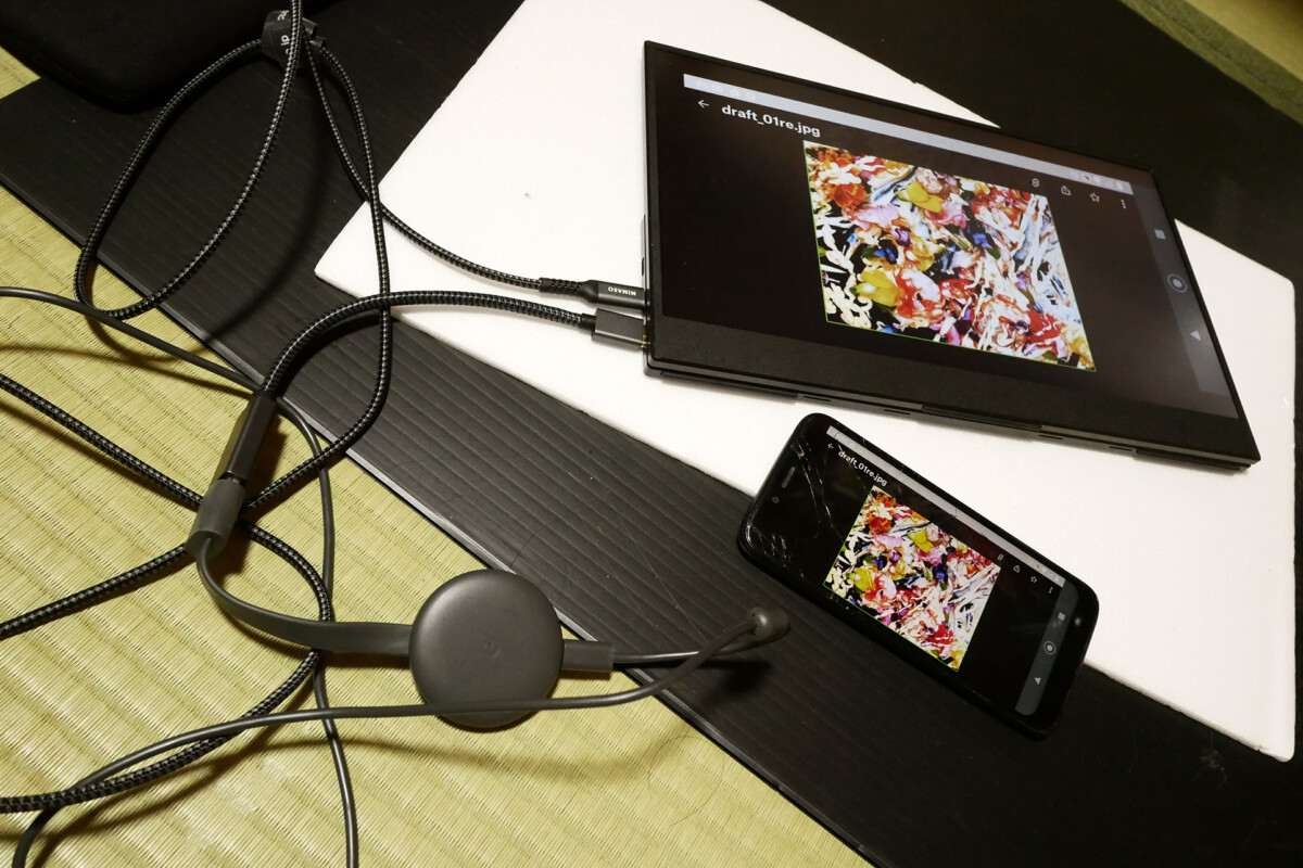 Display images on the extra monitor and mobile phone via chrome cast on the tatami mat floor