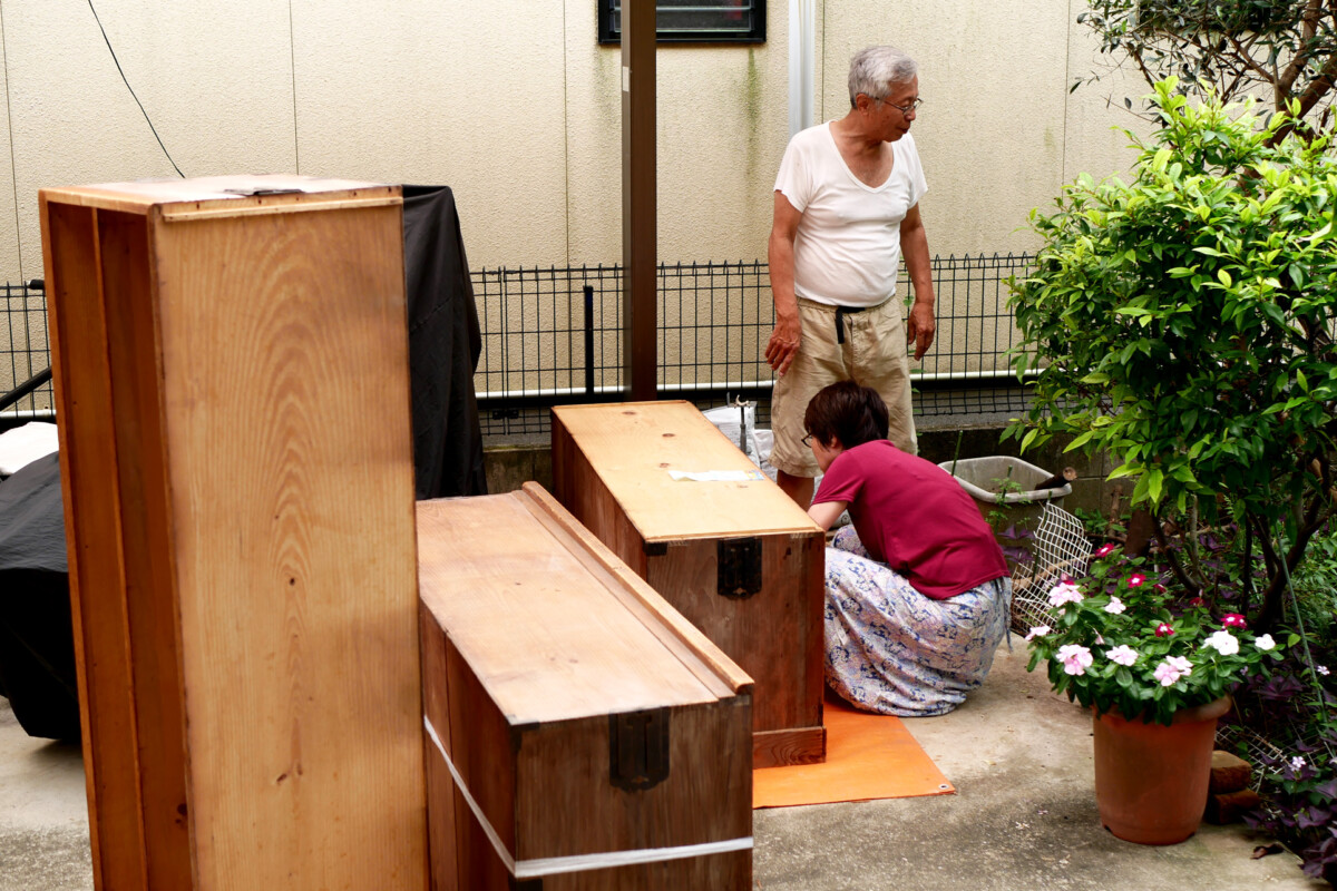 Elder parents are dismantling an old harmonica drawers at yard