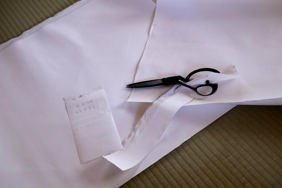 Scissors is cutting canvas
