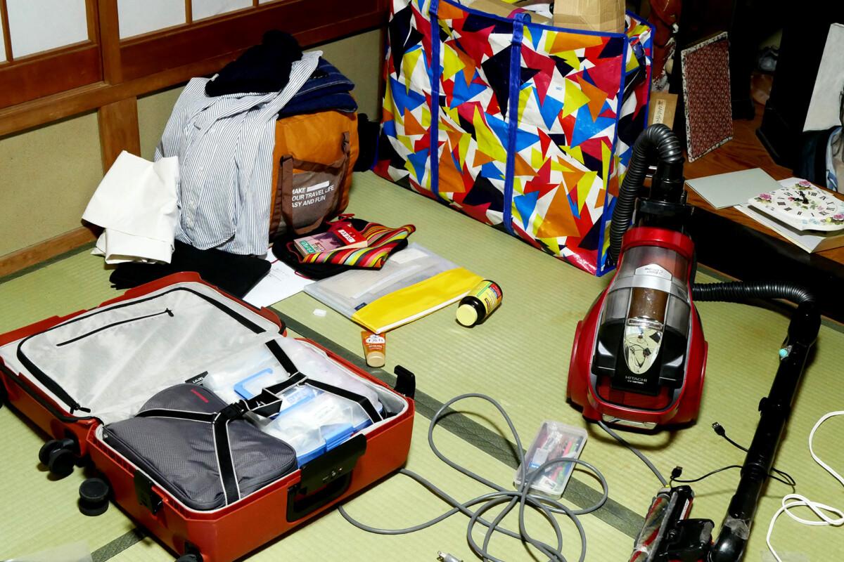 Luggages, vacuum cleaner etc., on the tatami mat floor